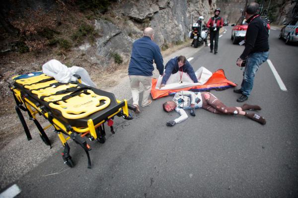 Блель Кадри упал на  5 этапе Париж-Ницца/Paris — Nice 2012
