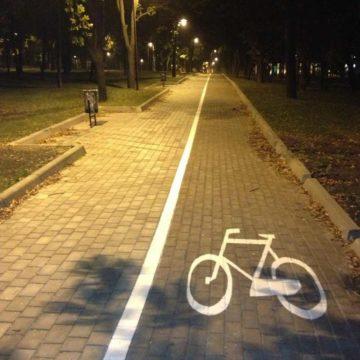 В Донецке между бульваром Шевченко и проспектом Ильича появилась первая специализированная велодорожка
