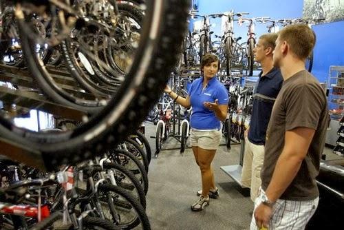 Велосипеды становятся популярней автомобилей