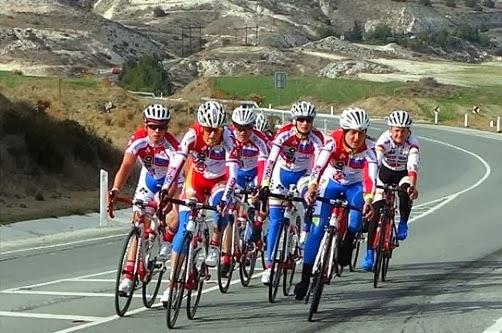Сергей Курдюков тренируется на Кипре с российскими велогонщицами