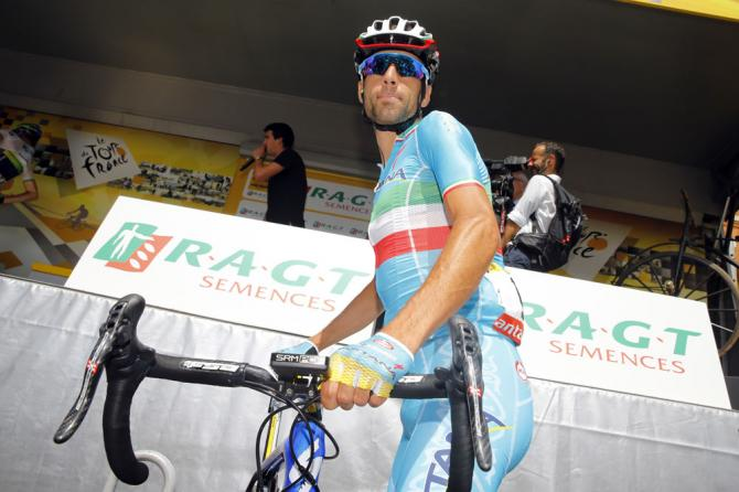 Vincenzo Nibali (Astana Pro Team)  на старте 13 этапа Тур де Франс 2015