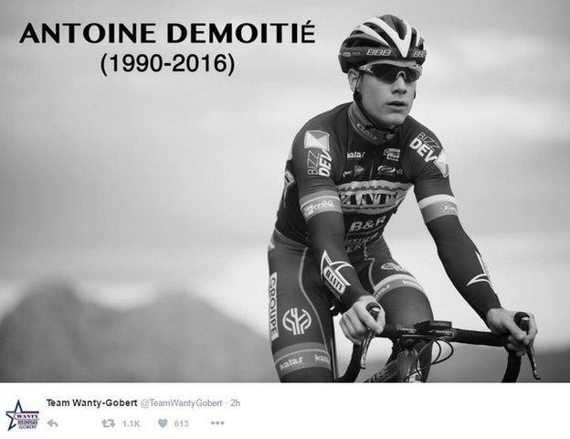 В понедельник команда Антуана Демотье Wanty-Gobert опубликовала твит с черно-белой фотографией и годами жизни гонщика