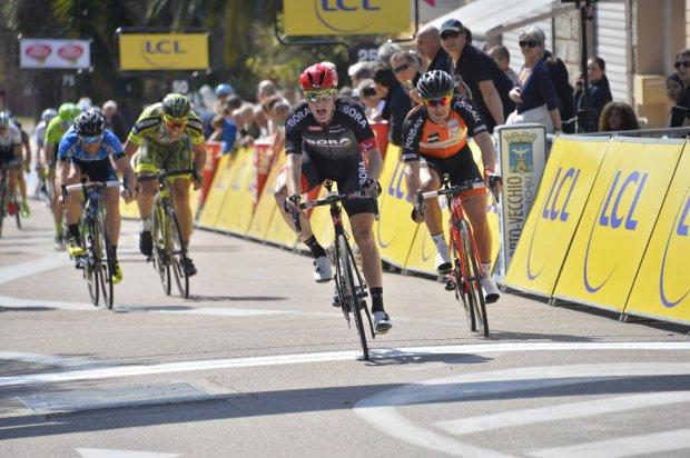 Sam Bennett (Bora-Argon 18) выигрывает спринт на Criterium International (ASO/B. Bade)