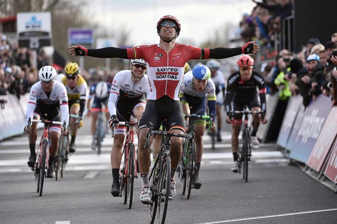 Jens Debusschere (Lotto Soudal) выиграл Дварс Фландрии 2016(Tim de Waele/TDWSport.com)