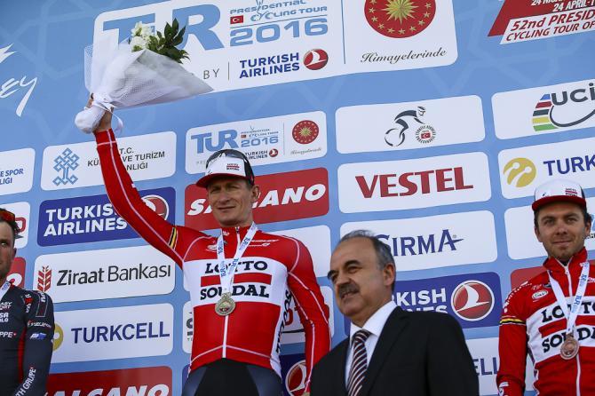 Andre Greipel после третего этапа на подиуме в Турции (фото: Getty Images Sport)