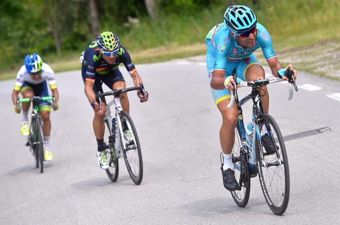 Vincenzo Nibali (Astana), Alejandro Valverde (Movistar) и Esteban Chaves (Orica) атакуют (фото: Bettini Photo)