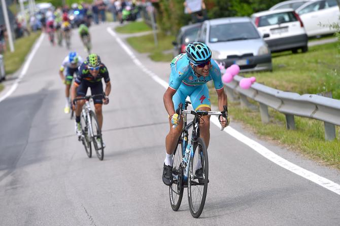 Vincenzo Nibali (Astana) атакует, Alejandro Valverde (Movistar) следом (фото: Bettini Photo)