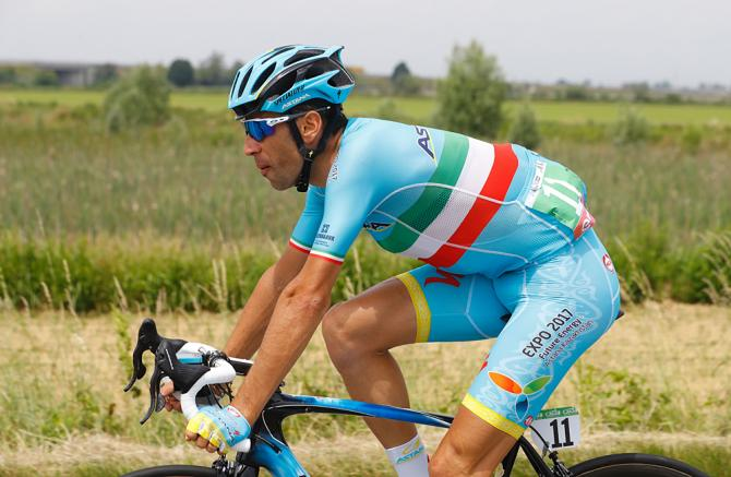 Italy's Vincenzo Nibali of team Astana rides during the 18th stage of the 99th Giro d'Italia (фото: Getty Images Sport)