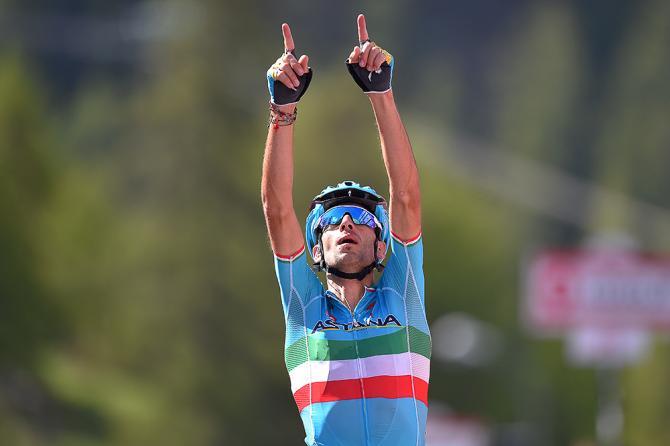 Винченцо Нибали (Astana Pro Team) стал первым на 19-м этапе Джиро 2016 (фото: Tim de Waele/TDWSport.com)