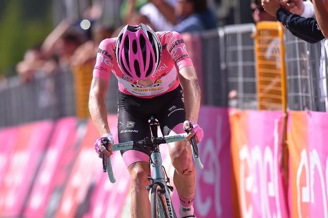 Стивен Круиджсвиджк (LottoNL-Jumbo) завершает этап 19 после аварии в Colle dell'Agnello (фото: Tim de Waele/TDWSport.com)