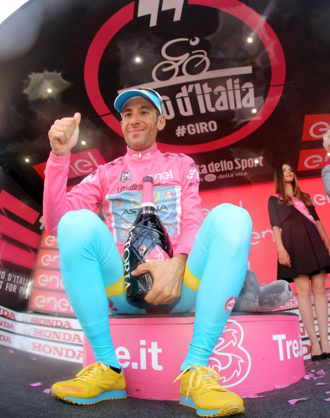 Vincenzo Nibali (Astana) in the maglia rosa (фото: Bettini Photo)