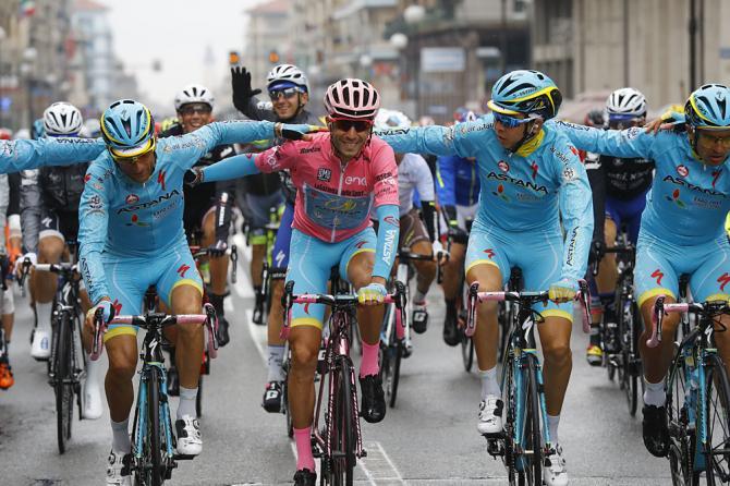 Винченцо Нибали (Астана) выигрывает Джиро д'Италию 2016 года (фото: Getty Images Sport)