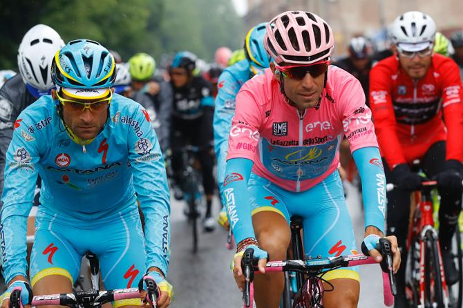Винченцо Нибали (Астана) побеждает на Джиро д'Италии 2016 года (фото: Getty Images Sport)