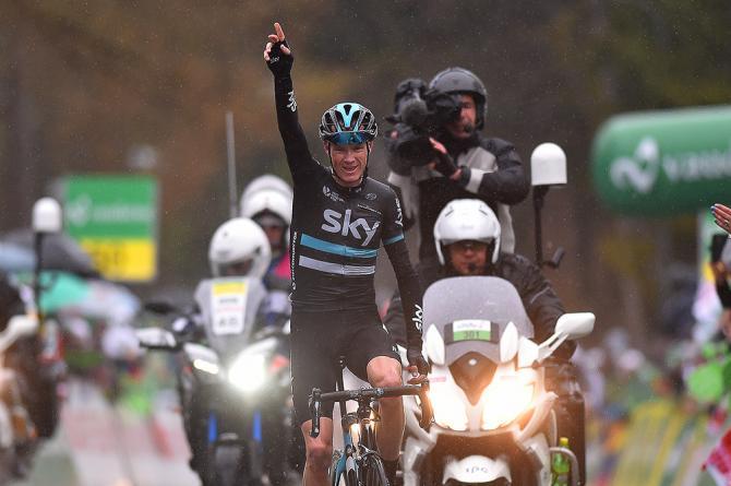 Chris Froome празднует победу на четвертом этапе Тура Романдии (фото: Tim de Waele/TDWSport.com)