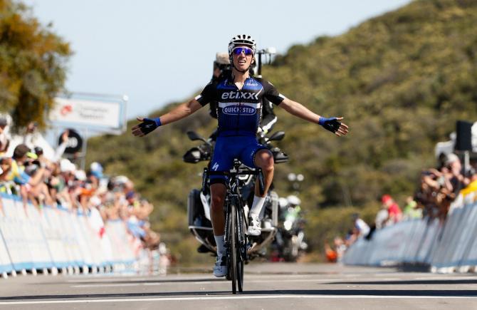 Julian Alaphilippe (Etixx - Quick-Step) празднует победу на 3-м этапе (фото: Getty Images Sport)
