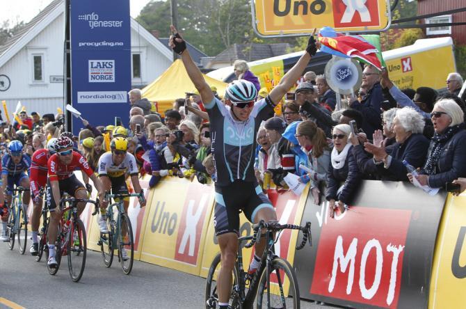Steele von Hoff (ONE Pro Cycling) празднует победу на первом этапе (фото: Tim de Waele/TDWSport.com)
