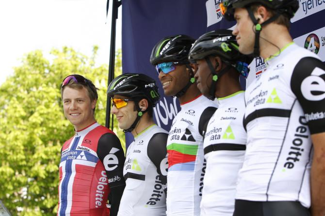 Норвежский национальный чемпион Эдвалд Боуссон Хаген возглавляет команду Dimension Data (фото: Tim de Waele/TDWSport.com)