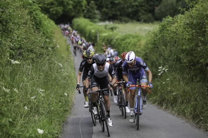 Марк Кавендиш и Марк Макналли (Wanty - Groupe Gobert) (фото: Simon Wilkinson / SWpix.com)