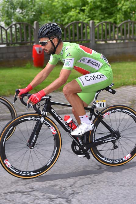 Nacer Bouhanni (Cofidis) в зелёной майке - лидера очковой классификации. (фото: Tim de Waele/TDWSport.com)