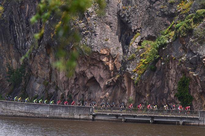 Пелотон на 3-м этапе Дофине (фото: Tim de Waele/TDWSport.com)