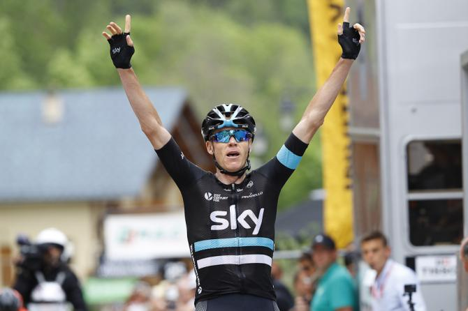 Chris Froome celebrates winning stage 5 at the Criterium du Dauphine (фото: Bettini Photo)