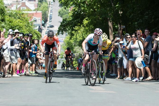 Ellen Noble outsprints Heather Fischer (Rally Cycling) and Brianna Walle (Team TIBCO-SVB) to win the Stillwater Criterium (фото: Matthew Moses/Moses Images)