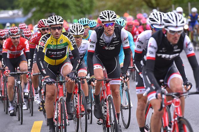Фабиан Канчеллара (Поход-Segafredo) сидит в поле (фото: Tim de Waele/TDWSport.com)