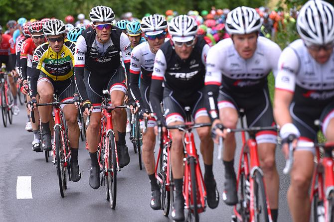 Trek-Segafredo защищают лидера Канчеллару (фото: Tim de Waele/TDWSport.com)