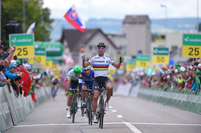 Петер Саган (Tinkoff) празднует свою победу на этапе (фото: Tim de Waele/TDWSport.com)