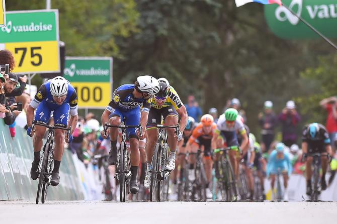 Maximiliano Richeze (Etixx-QuickStep) bears down on the finish of stage 4 at Tour de Suisse as teammate Fernando Gaviria checks behind. (фото: Tim de Waele/TDWSport.com)