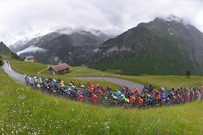 Пелотон 6-го этапа (фото: Tim de Waele/TDWSport.com)