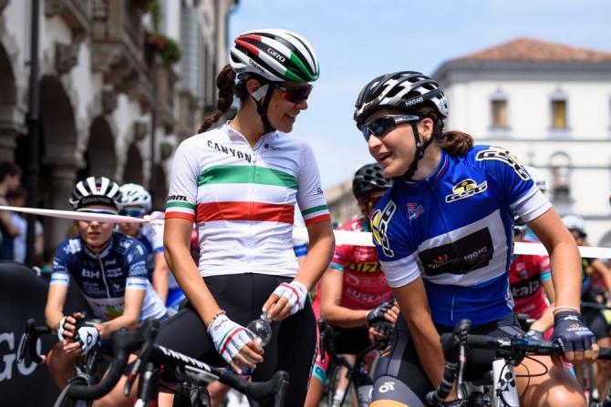 Итальянцы болтают на стартовой линии (фото: Sean Robinson/Velofocus)