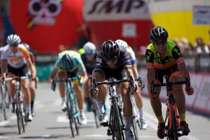 Giorgia Bronzini (Wiggle-High5) победила в спринте (фото: Sean Robinson/Velofocus)