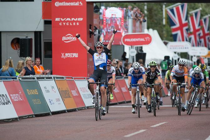 Кирстен Вилд (Hitec Products) побеждает в гонке (фото: Sean Robinson/Velofocus)