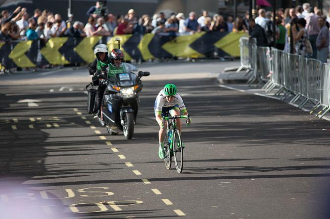 Jessica Allen (AUS) из команды Orica-AIS Cycling Team атакует (фото: Sean Robinson/Velofocus)