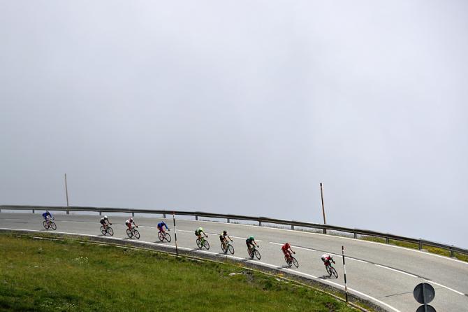 Отрыв, спускающийся от Эскальдеса-Engordany(фото: Getty Images Sport)