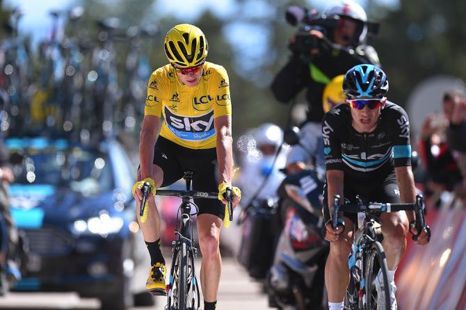 Крис Фрум пересекает финишную линию с товарищем по команде Серхио Энао (фото: Tim de Waele/TDWSport.com)