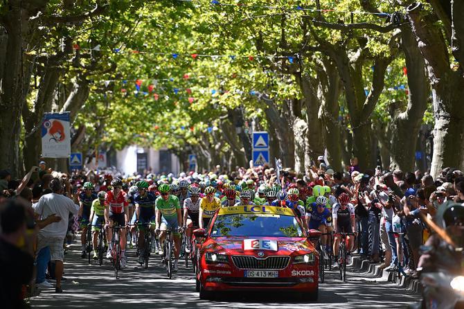Ровное начало в Тур де Франс, этап 14 (фото: Tim de Waele/TDWSport.com)