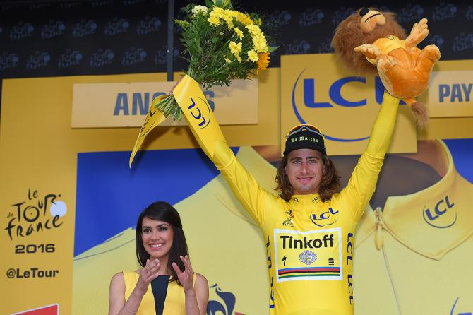 Петер Саган (Tinkoff) остается лидером гонки (фото: Tim de Waele/TDWSport.com)
