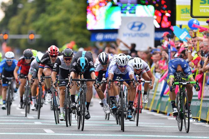 Спринт на втором этапе(фото: Tim de Waele/TDWSport.com)