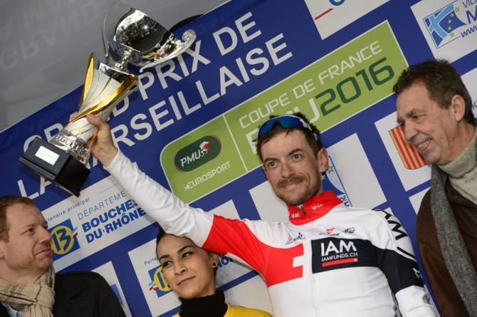 Dries Devenyns (IAM Cycling) с своим трофеем (фото: Fotoreporter Sirotti)