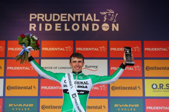 Jonathan Lastra (Caja Rural) с призом лучшего спринтера (фото: Prudential RideLondon)