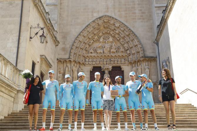 Команда победительница Астана на подиуме(фото: Bettini Photo)